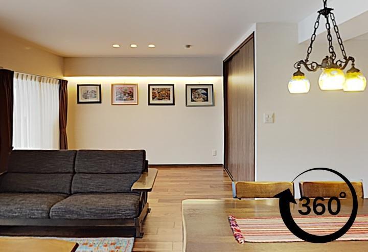 お気に入りの作品を飾る間接照明のあるリフォーム。玄関、廊下、リビング、洗面、トイレの部分リフォーム。360°事例。パノラマ事例。