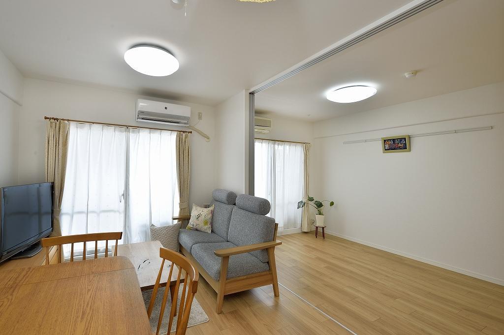 在宅ワークの際など、スライド建具で仕切れるフレキシブルなリビング空間。