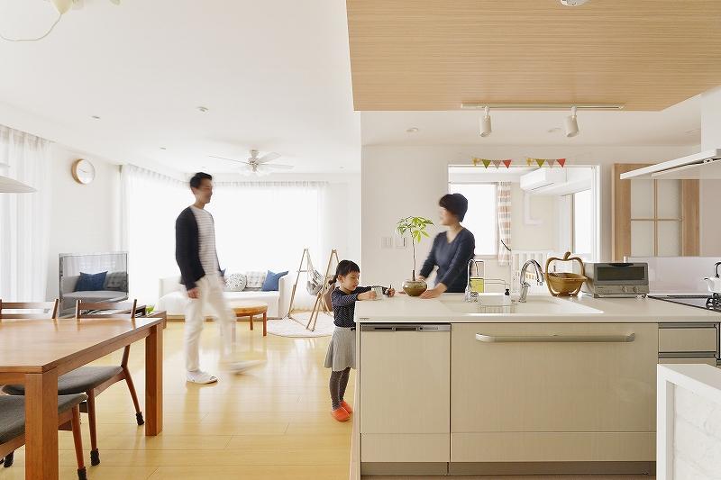 中古マンションを購入してリノベーション。オープンキッチンで子供を見守れる間取りへ。