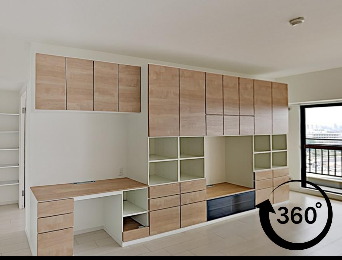 リビングに大容量の壁面収納を造りつけ、すっきりと片付く空間になりました。