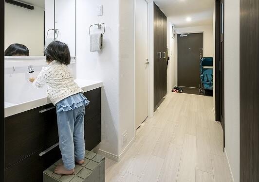 廊下に洗面台があるリフォーム。家事ラク。子育てファミリーの家。